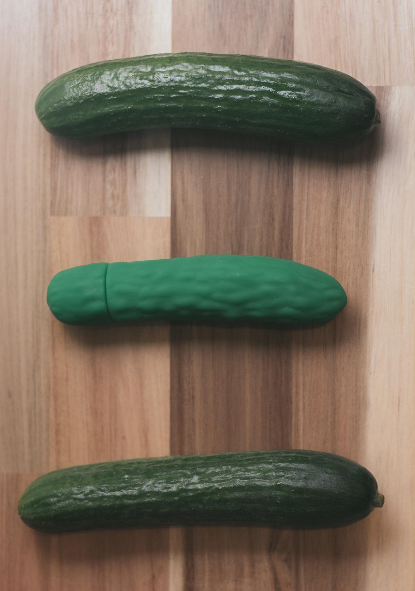 Emojibator The Pickle Emojibator Vibrator