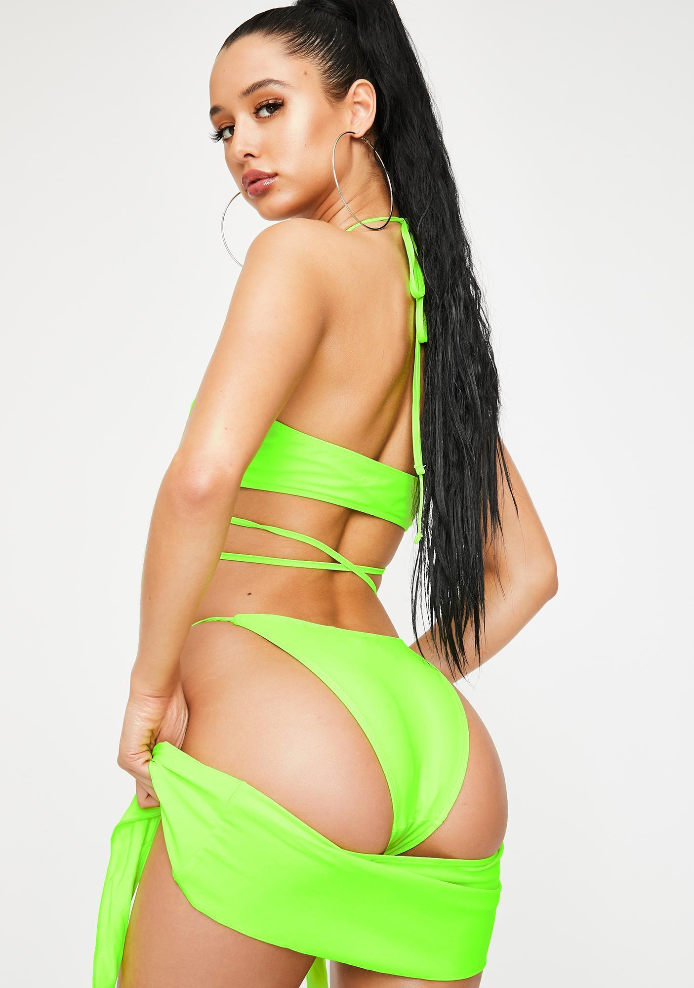 Poster Grl BB Explore This Criss Cross Bikini Set