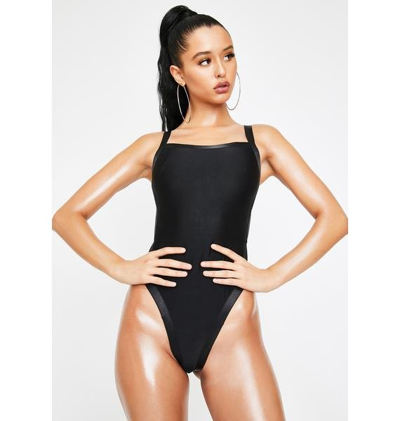 Poster Grl Vixen On Vacation Strappy Swimsuit