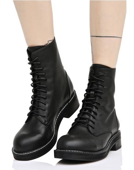 Eyeletless Boots