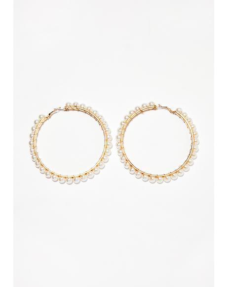 Classy Babe Pearl Hoop Earrings