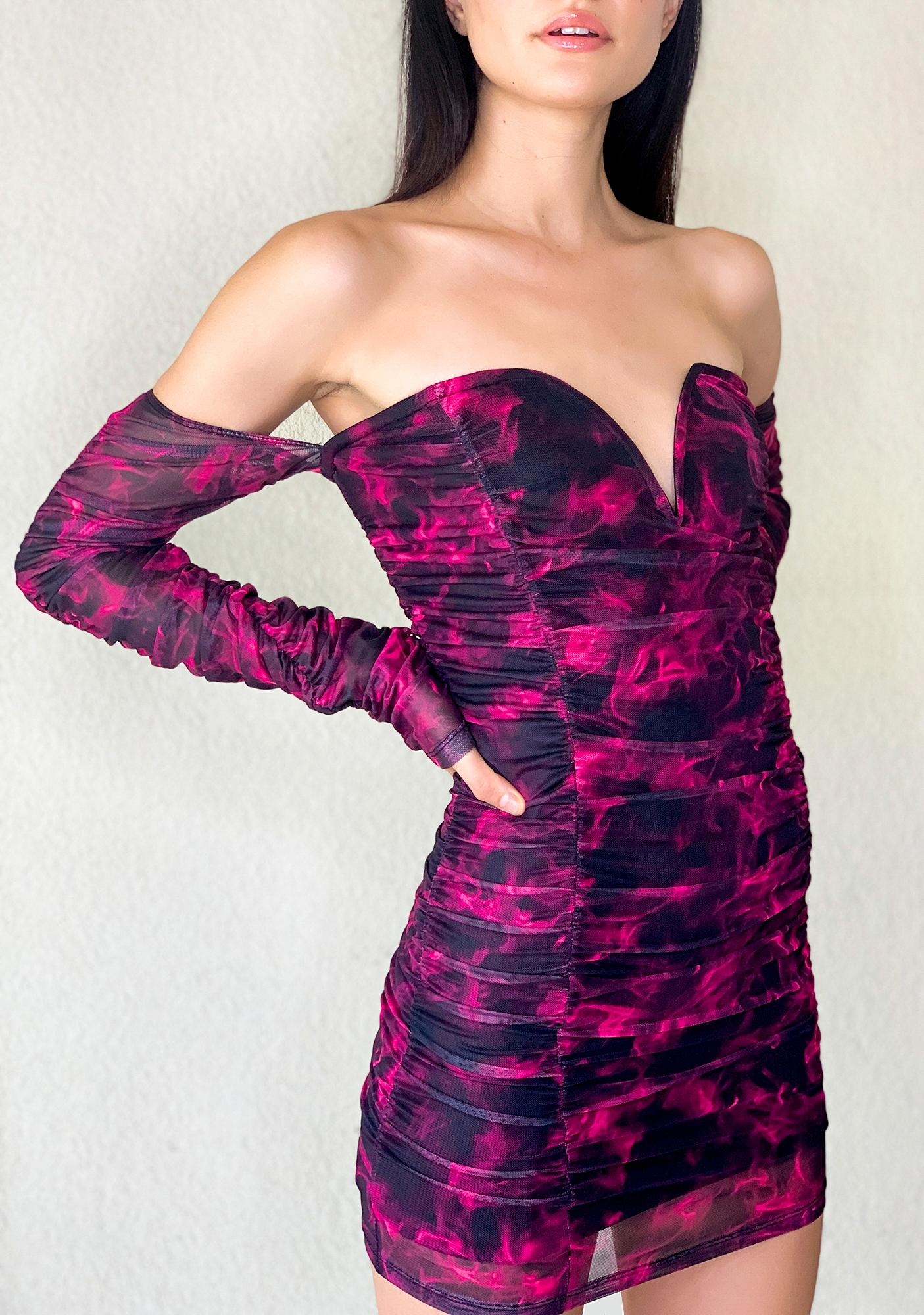 Poster Grl Burn Notice Off The Shoulder Dress