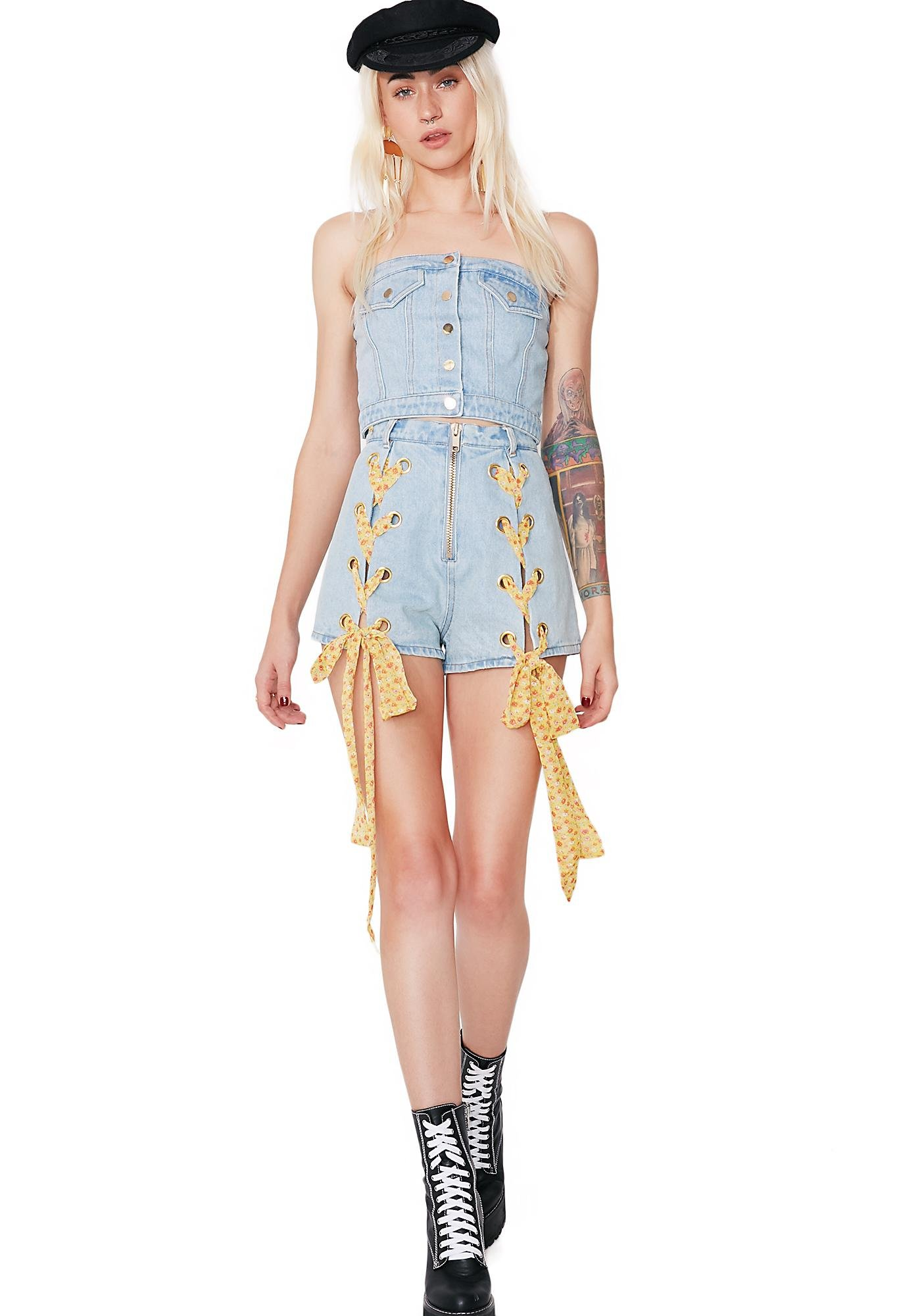 one spo Small Flower Spindle Denim Shorts