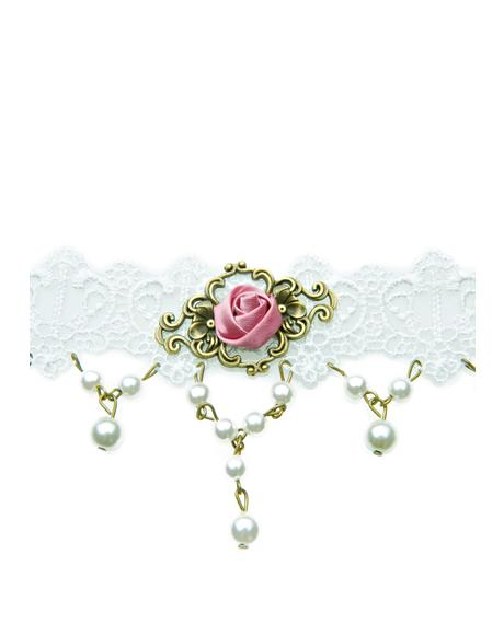 Fit Fer A Queen Lace Choker