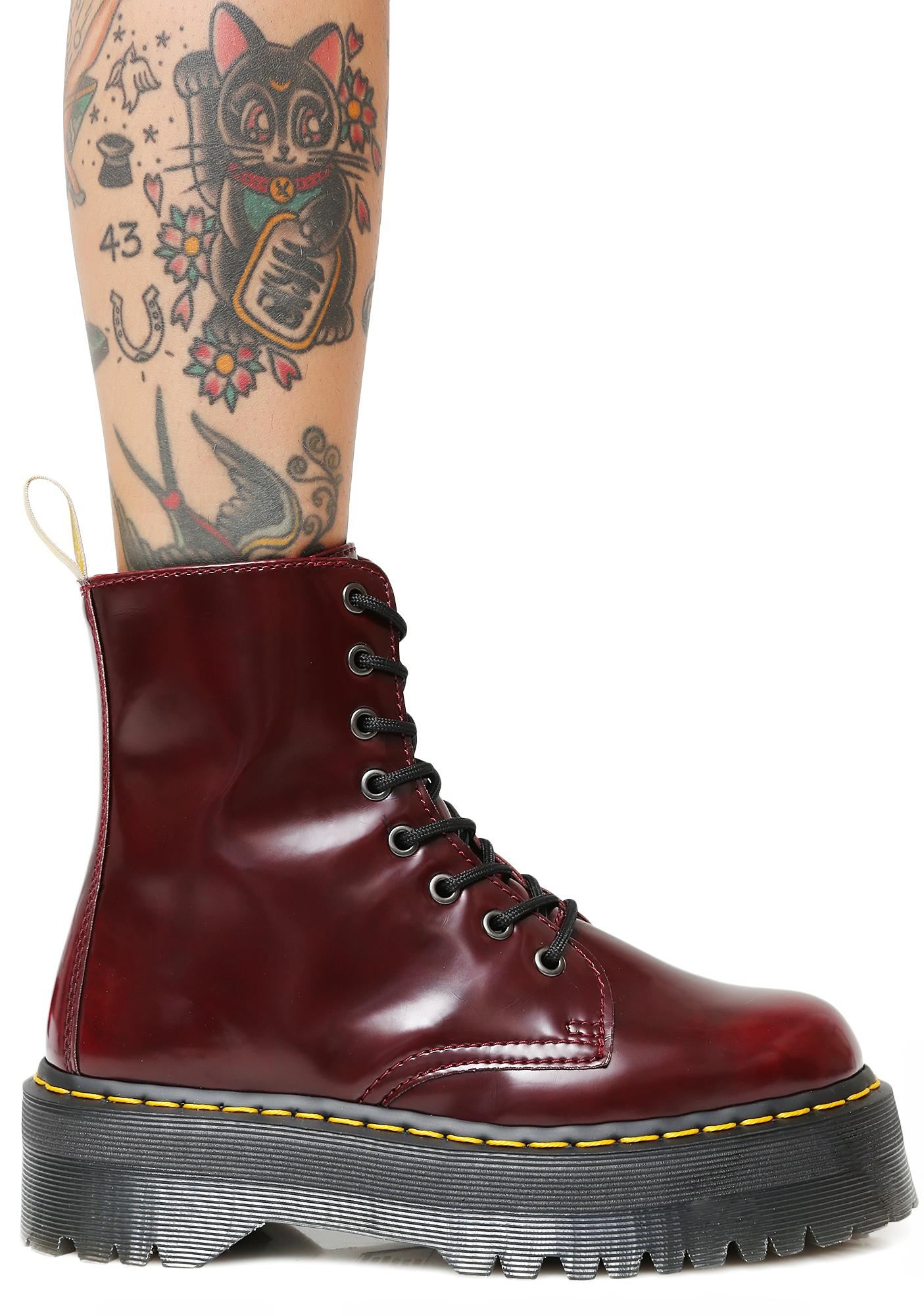 Iconic 8 Eye Boot in Red. - size 9 (also in 8) Dr. Martens KkfODef8
