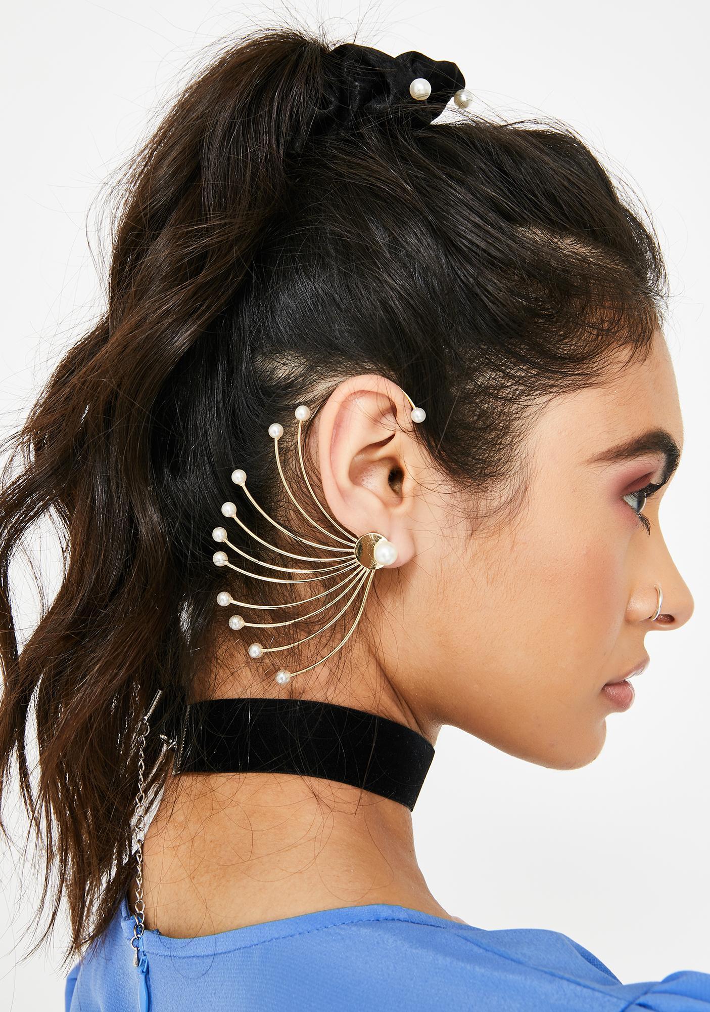 Concha Queen Beaded Ear Cuff
