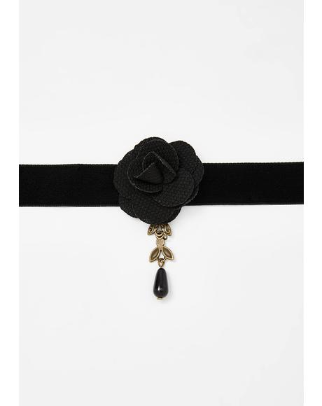 Fatal Thorn Rose Choker