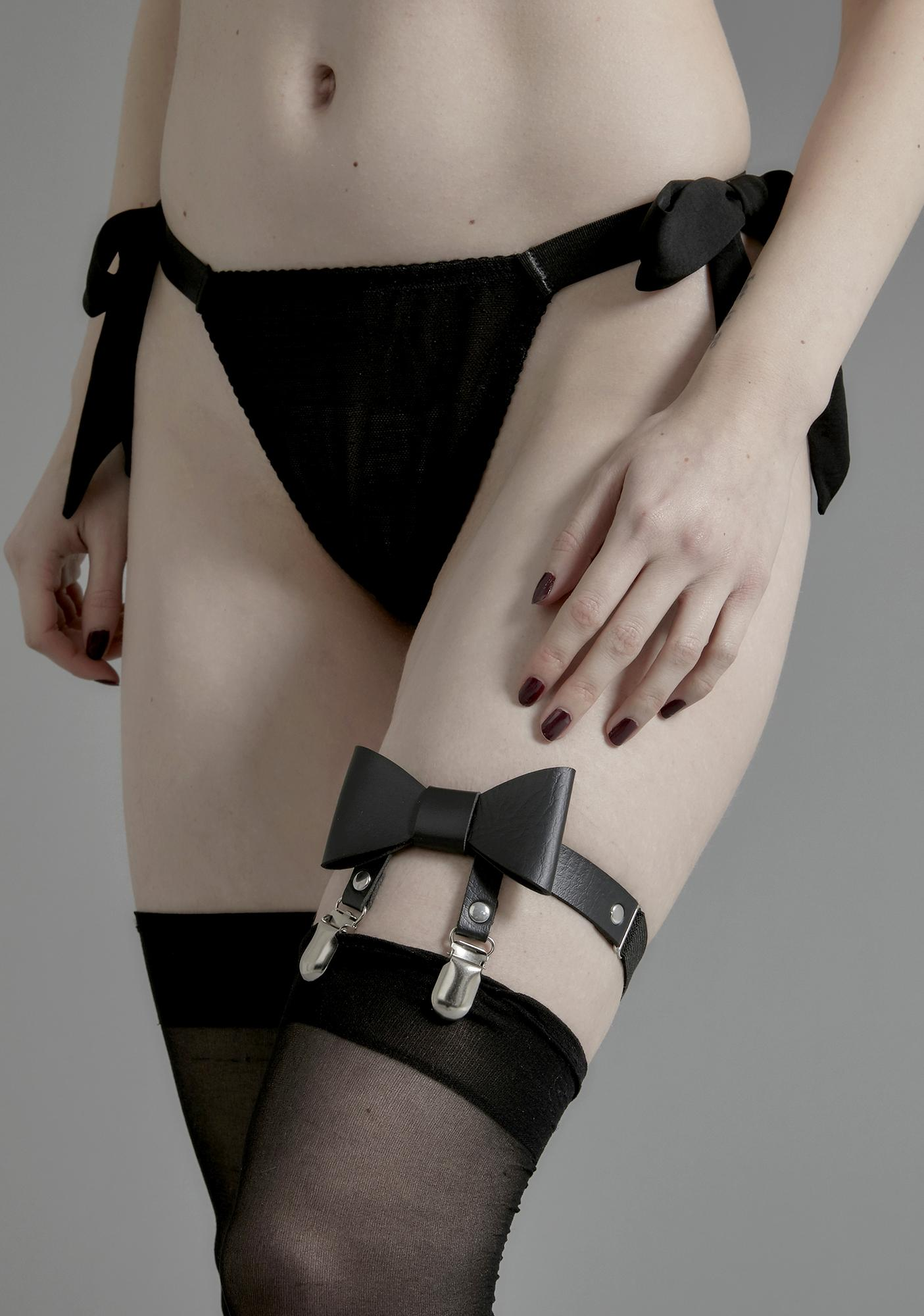 Twisted Treat Bow Garter
