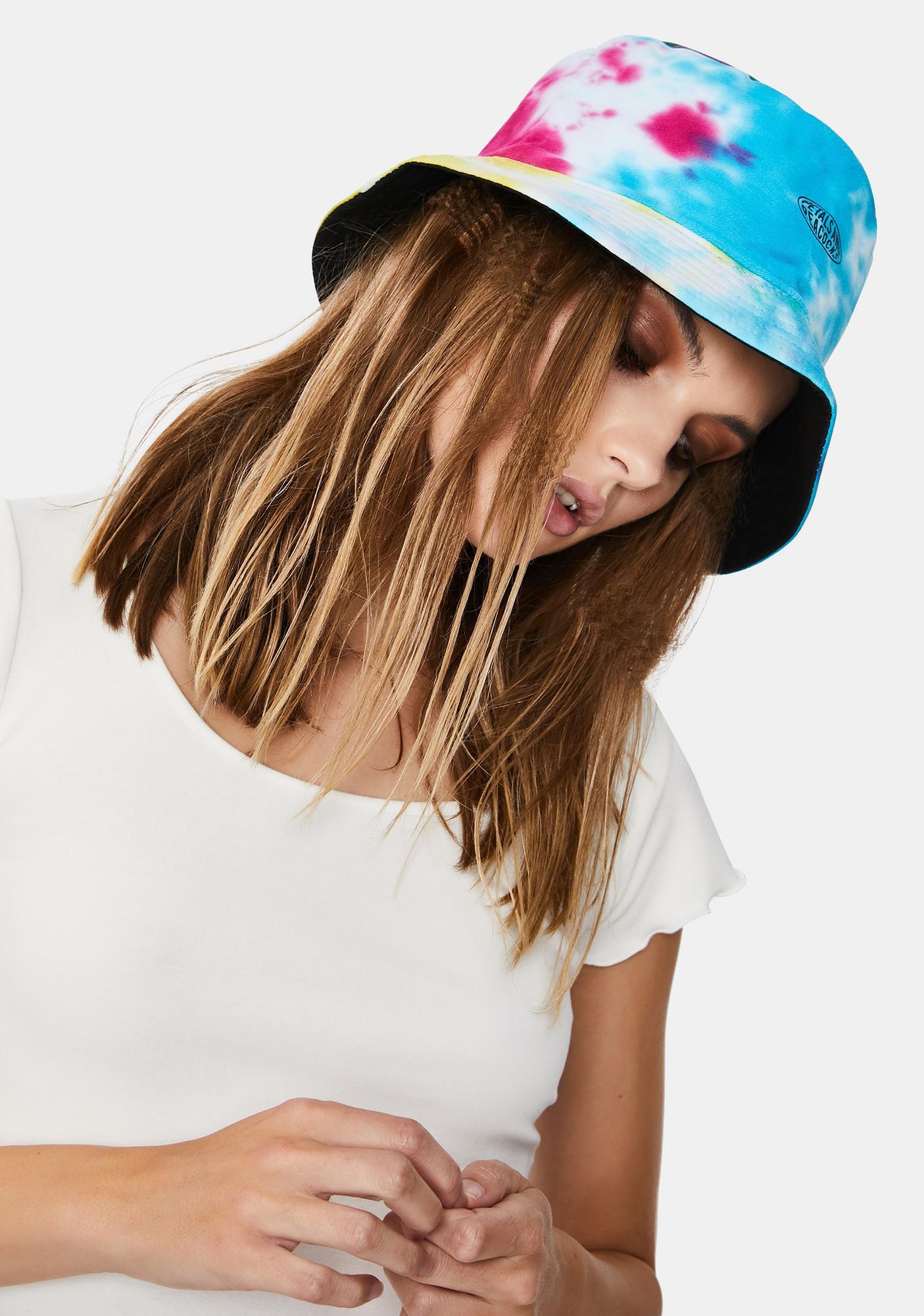 Petals and Peacocks Waves Bucket Hat