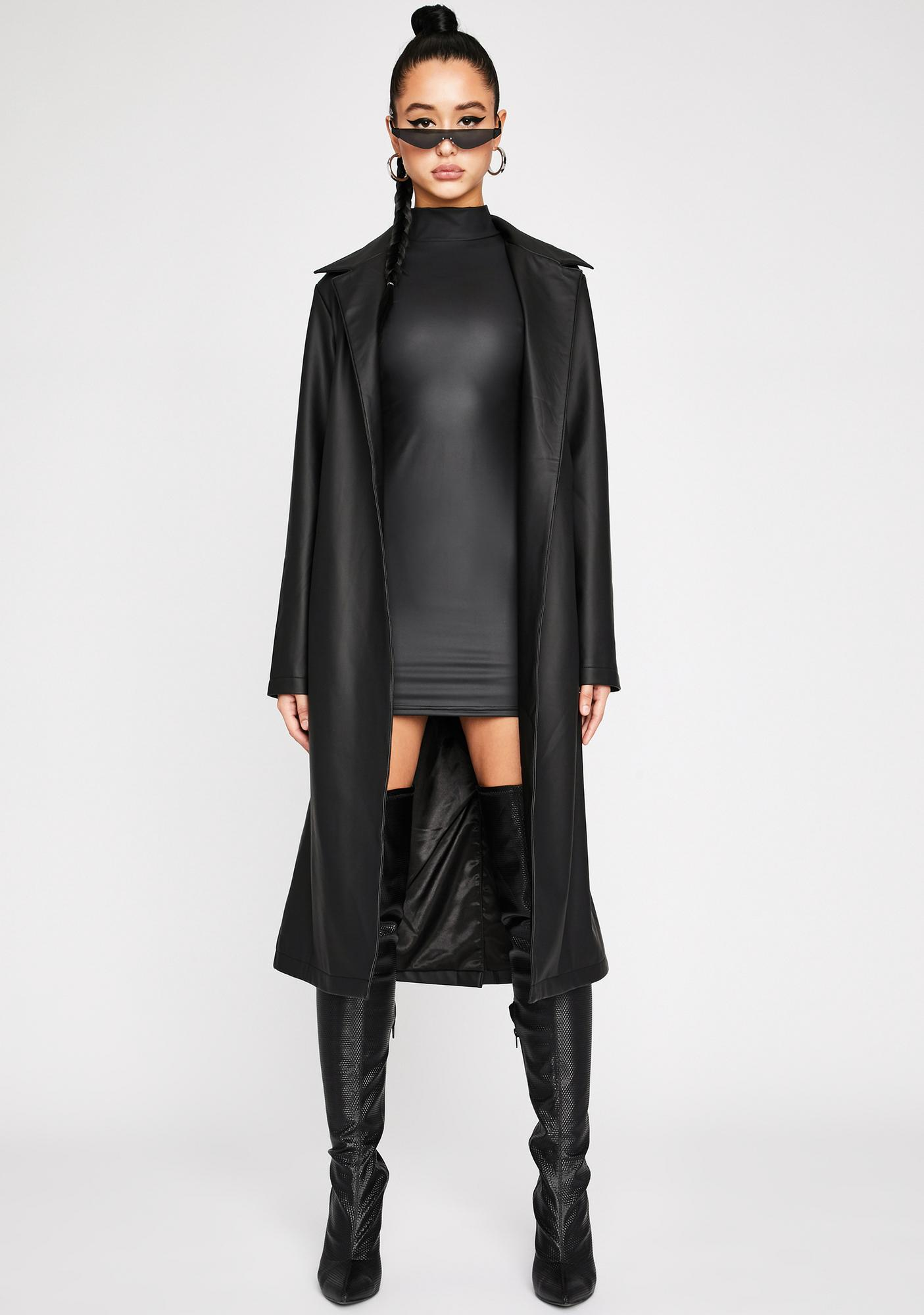 Poster Grl Throwin' Shade Belted Trench