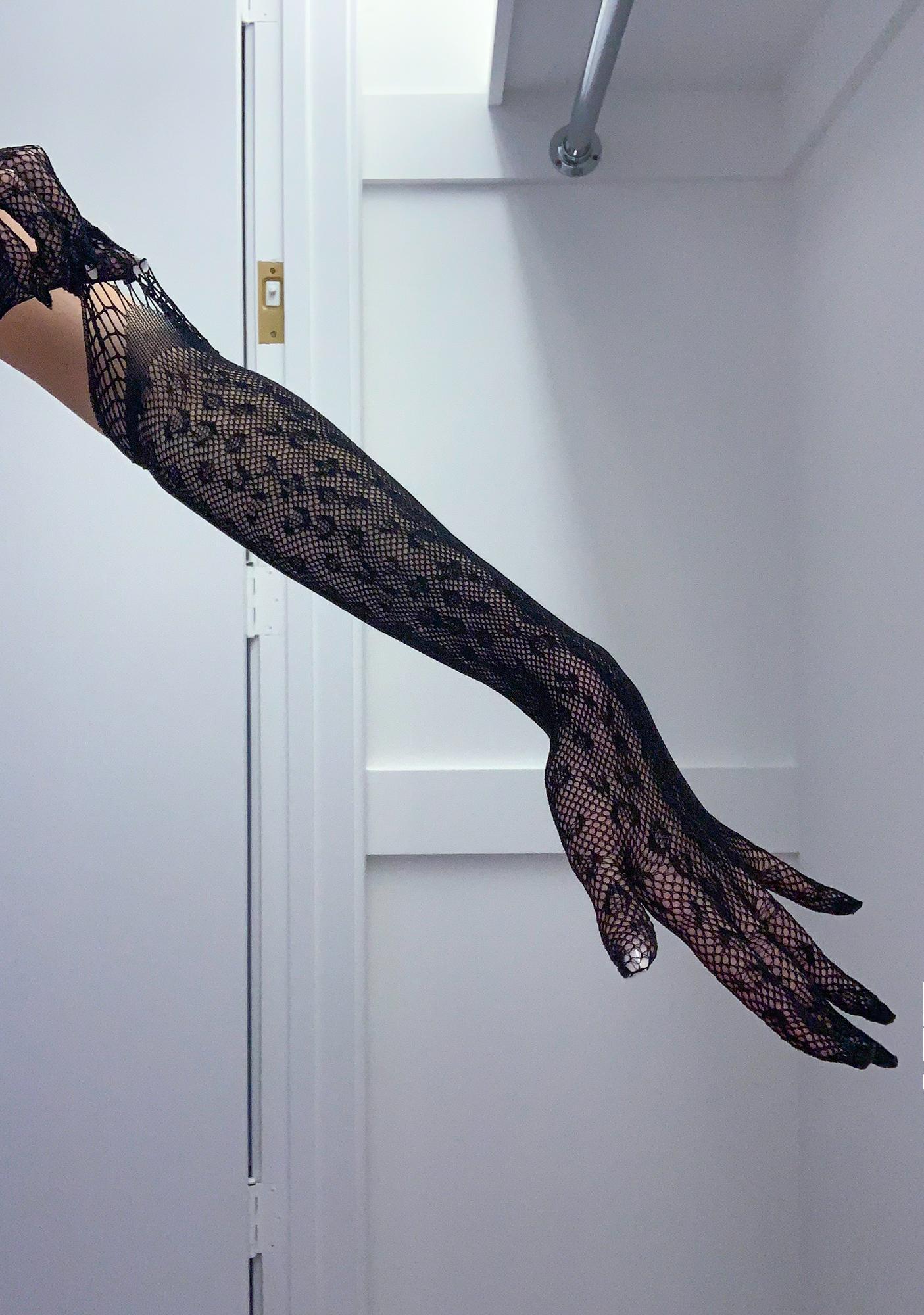 Emblem Of Elegance Lace Gloves