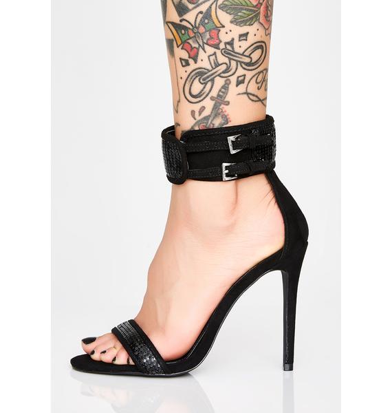 Raven Rockin' All My Chainmail Heels