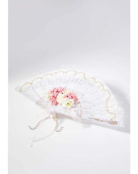 Petticoat Daydream Lace Fan