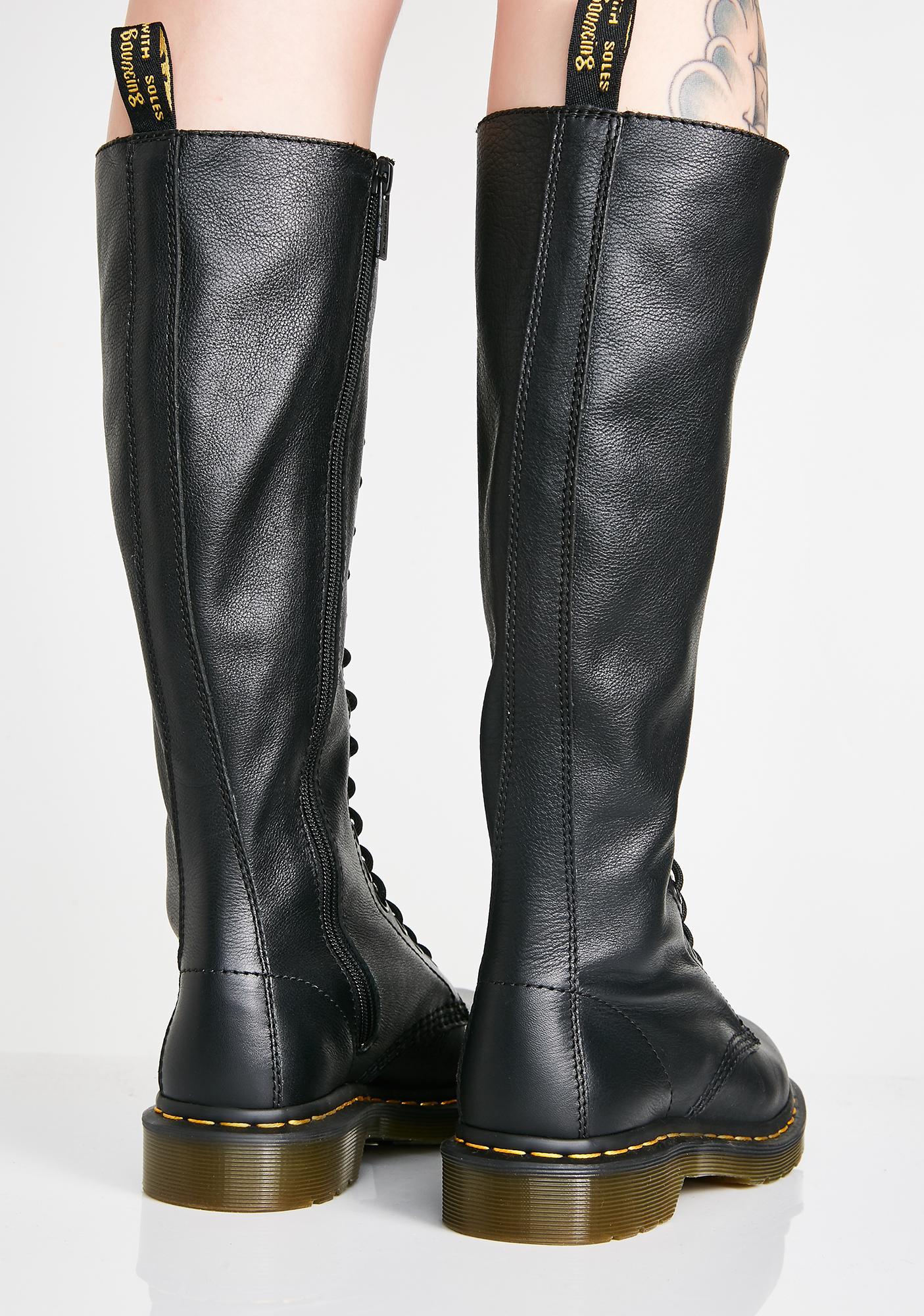 Dr. Martens 1B60 20 Eye Boots
