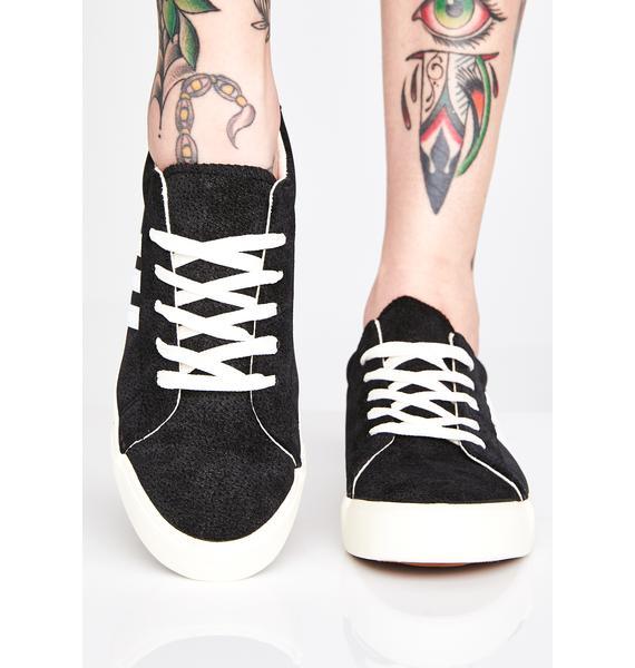 Not Baesic Sneakers