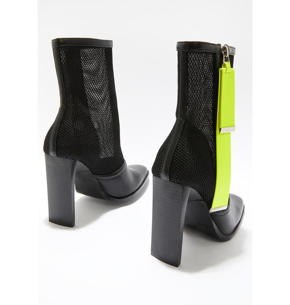 Poster Grl Unstoppable Square Toe Heels