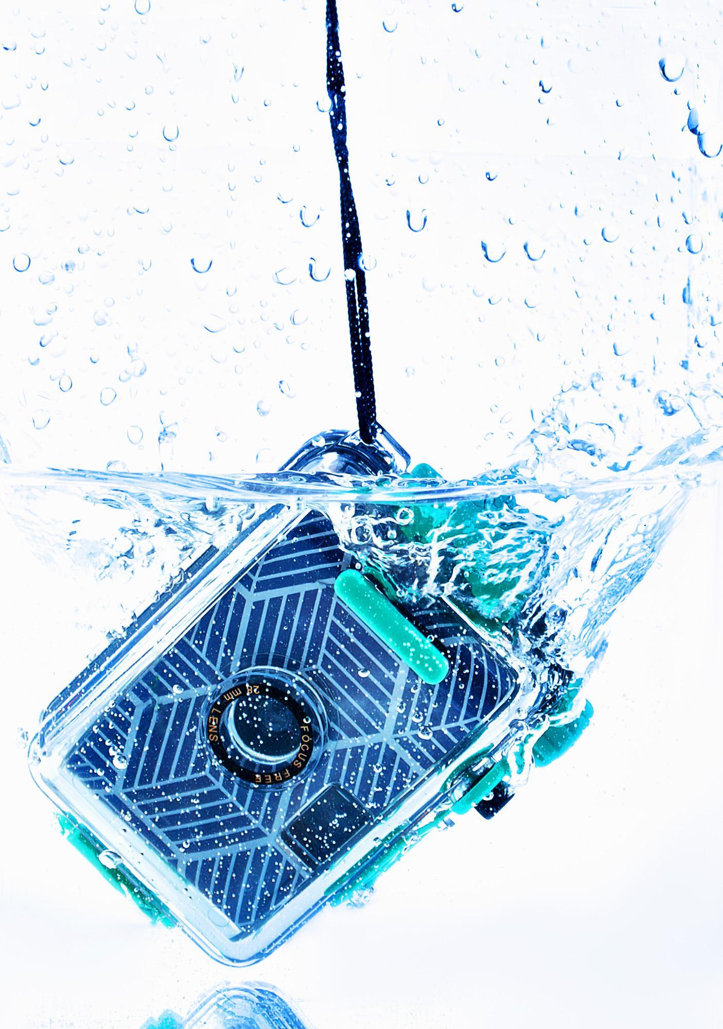 Makin' Waves Underwater Camera