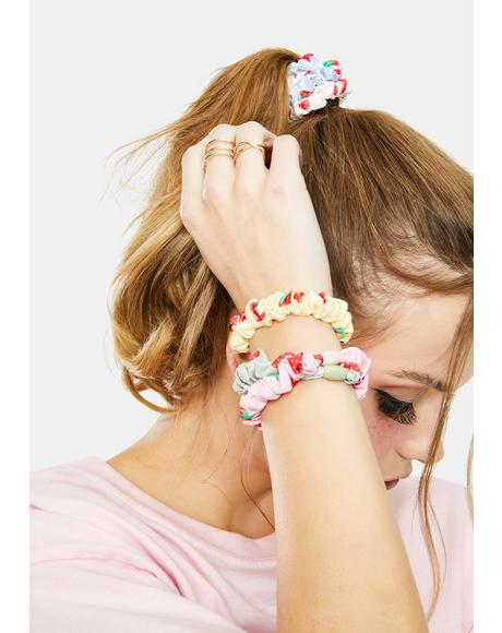 Strawberry Garden Scrunchies Set