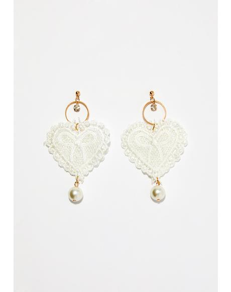 Dainty Dame Heart Earrings