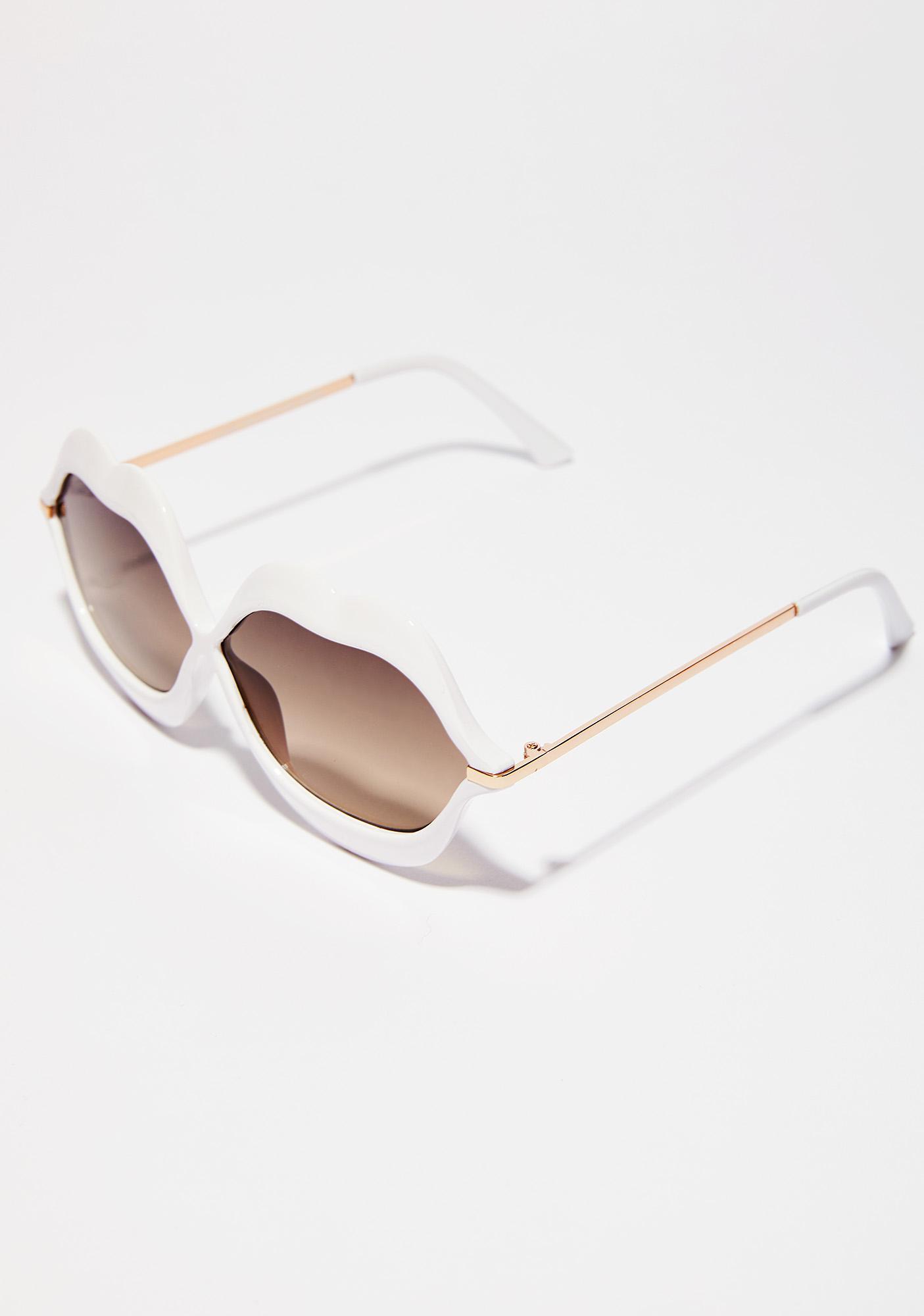 Daisy Read My Lips Sunglasses