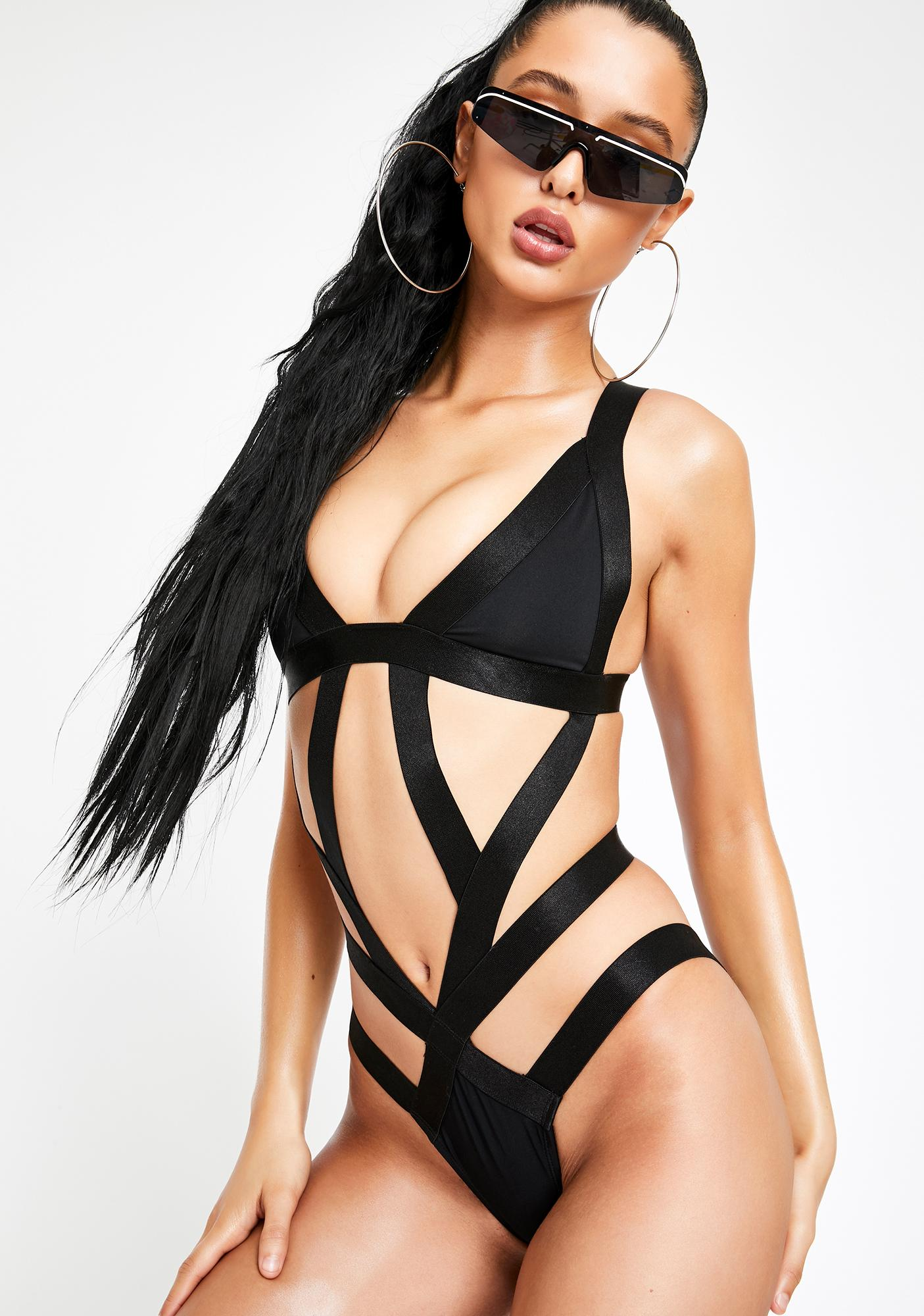 Poster Grl She Snapped Strappy Monokini