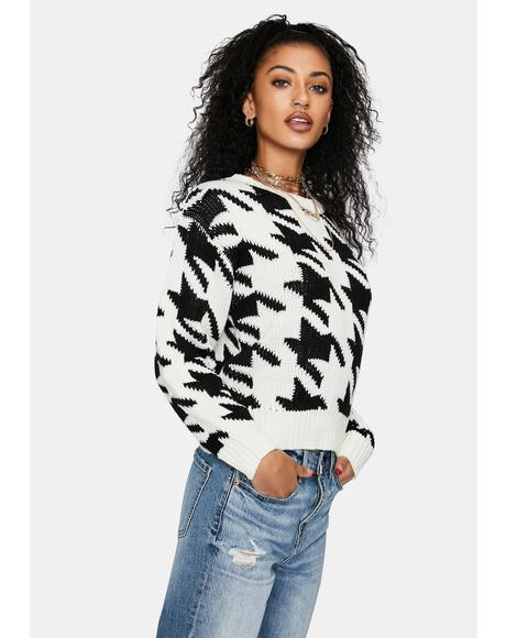 Chic Twist Houndstooth Sweater