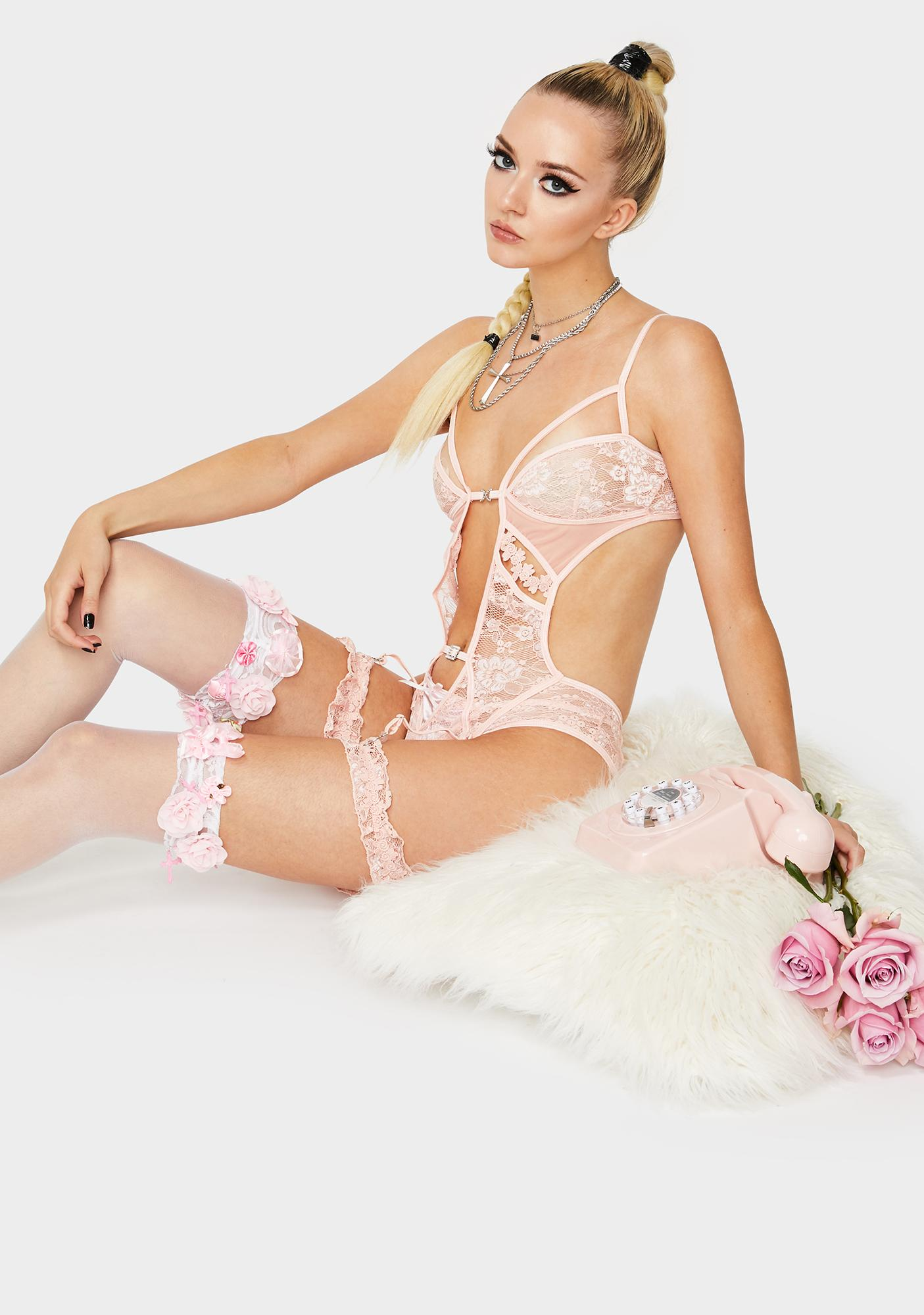 Rose More Than A Fantasy Garter Set